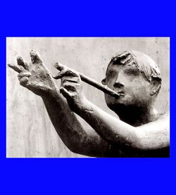 Bronze, 285 cm high - Philippsburg (young boy playing the flute, detail)