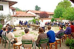 la communauté réunie pour la fête de saint Pachôme, mai 2006