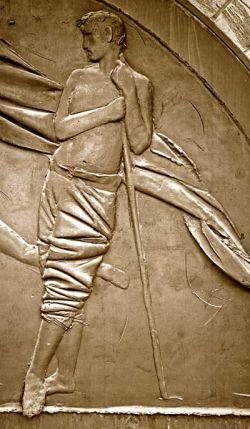 Porte de la paix - bronze -  détail de l'homme debout