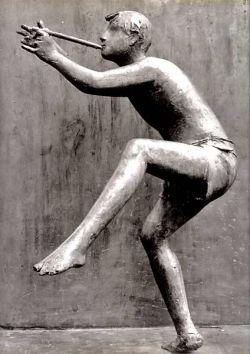 bronze h 285 cm, détail du joueur de flûte